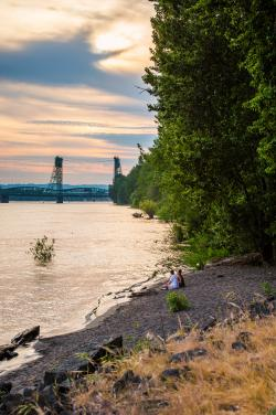 columbia_river_at_sunset_with_couple