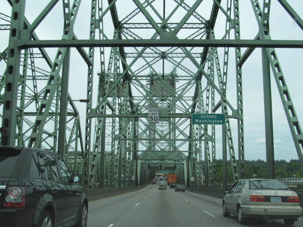 I-5_entering_Washington,_Interstate_Bridge